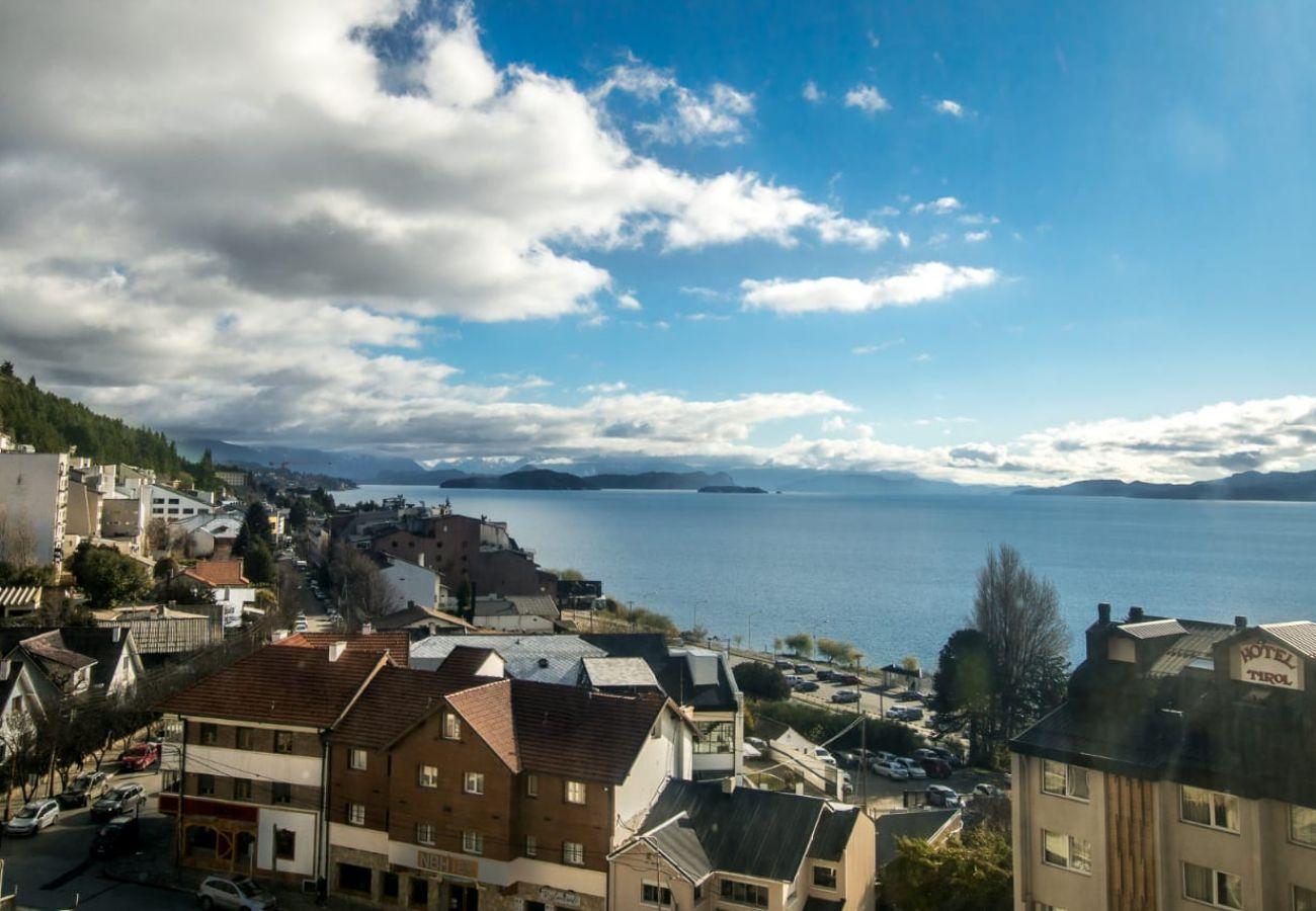 Estudio en San Carlos de Bariloche - Patagonia, con vista al lago en el C. Civico
