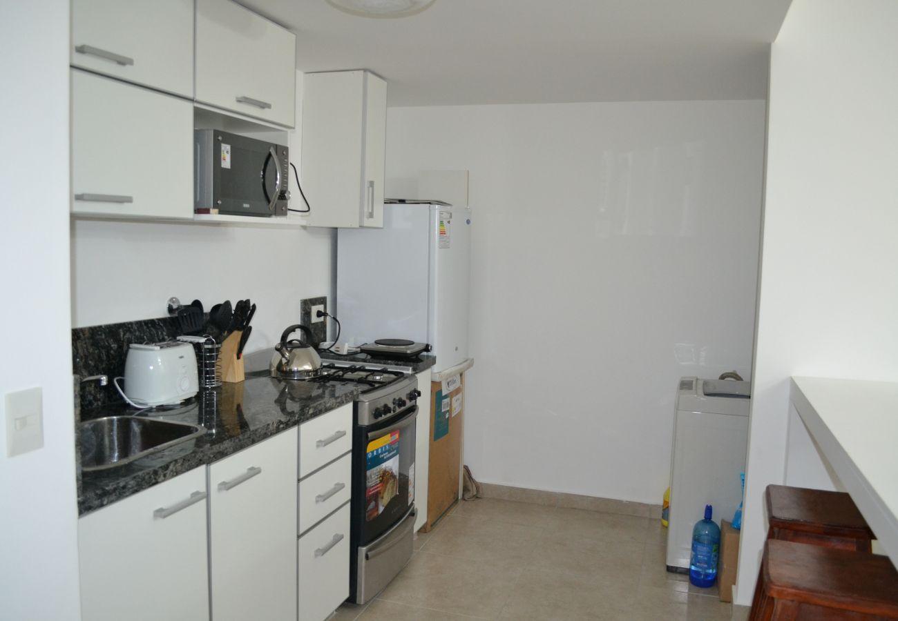 Apartamento en San Carlos de Bariloche - Antonia, edificio en costa de lago y estacionamien