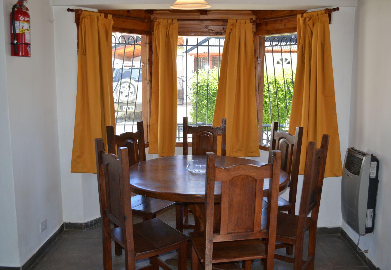 Casa en San Carlos de Bariloche - Casa Juancito, céntrica, parrilla y estacionamient