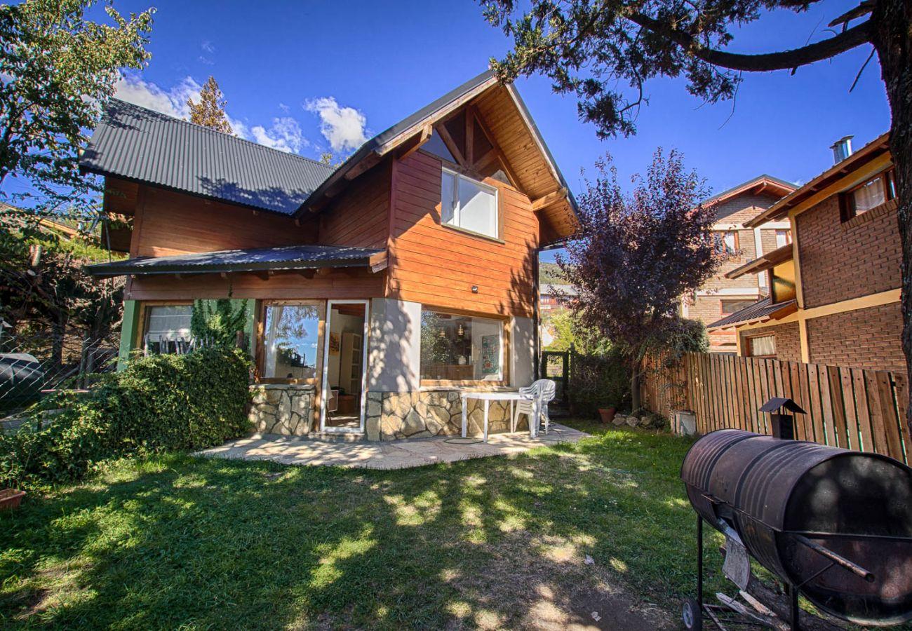 Casa en San Carlos de Bariloche - Dto. Sakura, perfecto para 4 con parrilla y Jardín