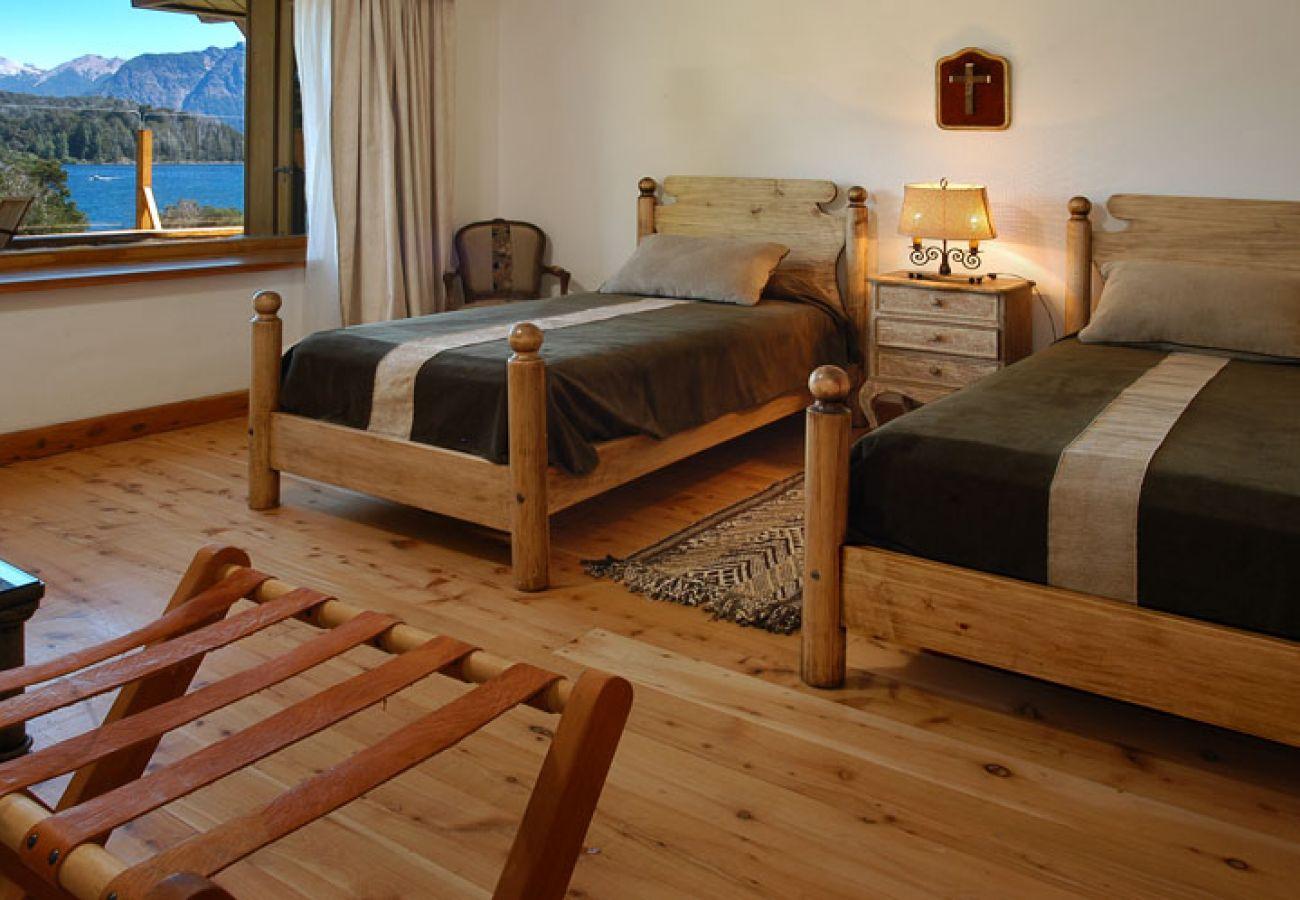 Casa en San Carlos de Bariloche - Espectacular casa Frente al lago para 16 personas