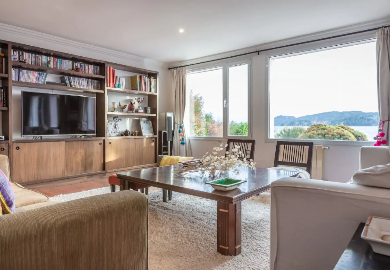 Casa en San Carlos de Bariloche - Hermosa casa Frente al lago para 12 personas HM